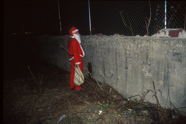Santas in NYC -Santa Peeing in Manhattan - photo Harrod Blank